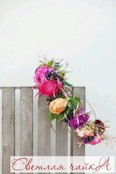 """Оригинальные и «вкусные» свадебные венки на голову: фото композиции с ягодами. Венок из полевых трав, с добавлением гроздьев калины, рябины, облепихи и даже дикой вишни, сплетенные опытным флористом, или же, тем более, собственноручно, станут уникальным аксессуаром, не похожим ни на какой другой, эксклюзивным штрихом, вносящим в образ невесты особую изюминку. Вдохновляйтесь вместе с нами! Ваша """"Светлая чайка"""".  _________________________________________   Звоните нам! ☎ 8.800.234.80.34…"""