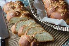 Akis vegetarian sweetbread recipe. A delicious, traditional, holiday sweetbread. Enjoy this homemade vegetarian recipe.
