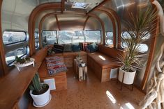 Fantastic Free Airstream Interior bar Thoughts There are numerous people who love touring yet loathe wasting its money hotel room rooms. Occasionally this can be the Airstream Remodel, Airstream Renovation, Airstream Interior, Family Glamping, Bus Living, Tiny Living, Airstream Camping, Fireplace Remodel, Remodeled Campers