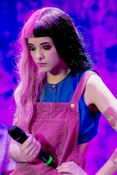Remember, Melanie don't like it if you call her 'Queen' Divas, Cry Baby, Moda Converse, Crybaby Melanie Martinez, Grunge Hair, Soft Grunge, Crazy People, Beautiful People, Queens