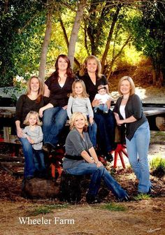Great large family composition. Family photo shoot.