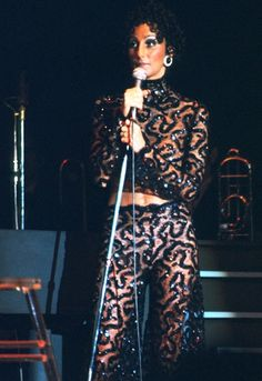 Cher 1974 - The singer showed off her taut abs on stage in a sheer nude lace and sequin Bob Mackie turtleneck and pants. 70s Fashion, Fashion Art, Vintage Fashion, Paper Fashion, Vintage Beauty, Fashion 2020, Cher Concert, Cher Photos, 70s Mode