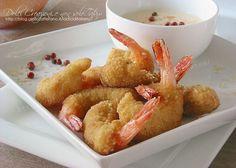 Gamberoni fritti al sesamo con salsa alla paprika piccante: una ricetta facile e gustosa in cui i gamberoni sono serviti con una panatura arricchita con ...