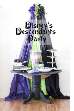 How to throw a wonderfully mischievous Disney villains party inspired Disney's Descendants #Disney #VillianDescendants [ad]