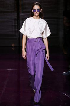 Visit the post for more. Fashion 2018, Modest Fashion, Love Fashion, Fashion News, Fashion Brands, Fashion Show, Fashion Design, Female Fashion, Paris Fashion