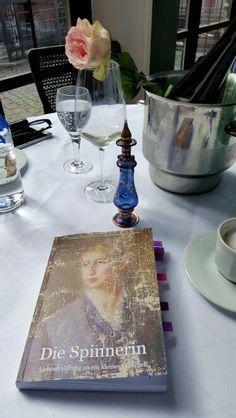 Vorbereitung auf die Lesung mit Georgie Gräfin von Einsiedel in Frankfurt.