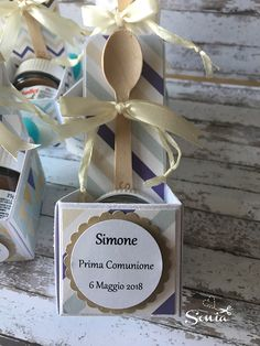 Bomboniere alla Nutella | tempodihobby Nutella, Birthday Party For Teens, Easy Gifts, Gift Baskets, Place Card Holders, Crafts, Wedding, Confirmation, Scrapbooking
