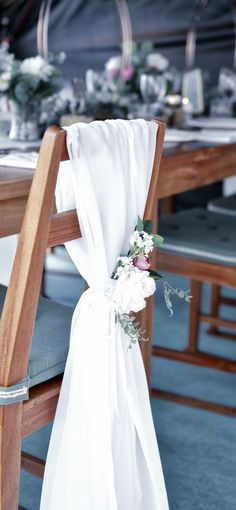 It looks more gorgeous important at your wedding Flower Decorations, Table Decorations, Weeding, Chair, Flowers, Furniture, Home Decor, Floral Decorations, Grass
