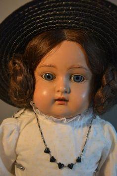 Antike-Puppe-Schildkroet-Maedchen-Frueh