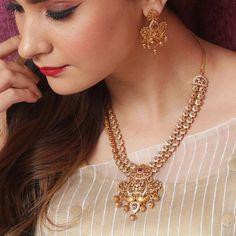 Jewelry Design Earrings, Gold Jewellery Design, Necklace Designs, Gold Jewelry, Necklace Set, Gold Necklace, Indian Necklace, Bridal Necklace, Indian Jewelry Sets