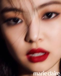 Jennie featured on Marie Claire Korea Magazine for their October 2018 Issue. Blackpink Jennie, South Korean Girls, Korean Girl Groups, Marie Claire Magazine, Rapper, Who Do You Love, Blackpink Members, Cute Baby Videos, Chanel Beauty