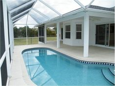 38 Super ideas for small screened pool patio ideas Backyard Pool Designs, Small Backyard Pools, Outdoor Pool, Pool Screen Enclosure, Pool Enclosures, Screen Enclosures, Pool Waterfall, Screened In Patio, Aluminum Patio