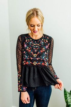 Like to give this Boheme embro mix // sheer sleeve floral peplum bohemian chic hippie style boho black look a try Mode Hippie, Hippie Style, Bohemian Style, Bohemian Tops, Bohemian Shirt, Boho Gypsy, Look Fashion, Spring Fashion, Autumn Fashion