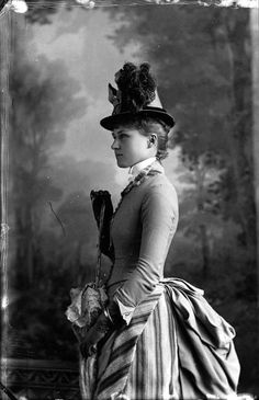 vintage everyday: 43 God-awful Photos of Victorian Women Hats from the and. - vintage everyday: 43 God-awful Photos of Victorian Women Hats from the and 1880s Fashion, Edwardian Fashion, Vintage Fashion, 50 Fashion, Fashion Styles, Mode Vintage, Vintage Ladies, Vintage Photographs, Vintage Photos