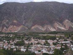 Maimará con el Cerro Paleta de Pintor.