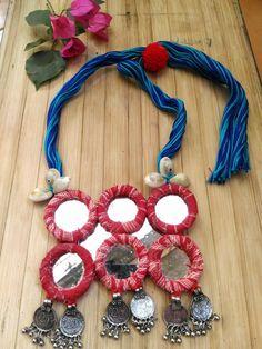Diy Fabric Jewellery, Fancy Jewellery, Handmade Jewelry Designs, Handmade Necklaces, Handmade Jewellery, Clay Jewelry, Jewelry Crafts, Beaded Jewelry, Fabric Necklace
