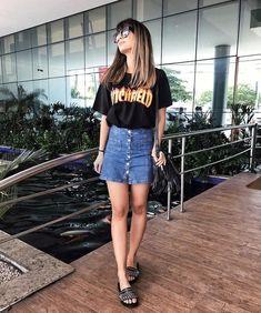 Look com saia jeans. Instagram @looktododiaa