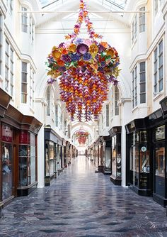 How incredible are these paper sculptures that hung from the London's Burlington Arcade? Paper artist Zoe Bradley created two monumental chandeliers, making up more than paper flowers, for the shopping center's reopening last summer. Paper Chandelier, Flower Chandelier, Burlington Arcade, Paper Artist, Installation Art, Paper Flowers, Dried Flowers, Origami, Art Projects