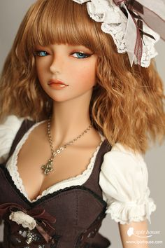 Iplehouse YID Erica - She no longer fits my plans for Aeryn, but she's so pretty I may have to make plans for her anyway. :)