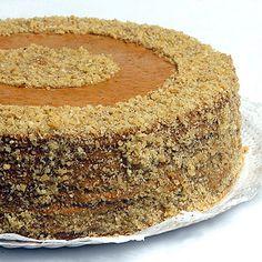 Torta de Nuez Chilean Recipes, Catering Food, Dessert Recipes, Desserts, Carrot Cake, Cupcake Cakes, Cupcakes, Vanilla Cake, Bakery