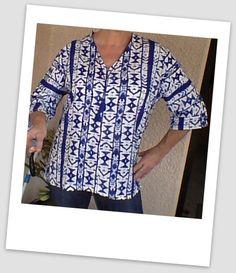 BLOUSE IMPRIME BLEU BLANC MOTIFS IKAT TAILLE 40 FAIT MAIN : Chemises, blouses par lv-creations