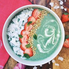 For smoothie base mix 1 large frozen banana, 1/2 cup almond milk, 1/4 cup raw cashews, 1/4 tsp spirulina powder, 1/4 tsp mint extract in a blender.