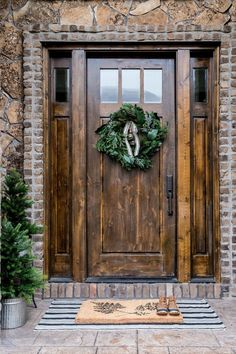 Rustic Farmhouse Front Porch Decorating Ideas - Page 17 of 60 Wood Front Doors, Rustic Doors, Exterior Front Doors, Rustic House, Farmhouse Front, Exterior Doors, Wood Doors Interior, Front Porch Decorating, Rustic Front Door