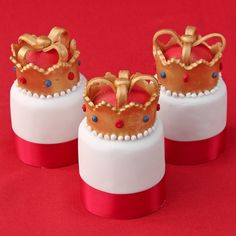 The PRIDE OF ENGLAND.GOD SAVE OUR QUEEN. This showstopping Individual Crown Fruit Cakes Recipe is beautifully decorated with ready to roll icing and gold lustre- fit for a queen (or a king)!