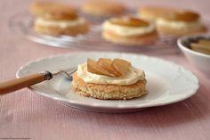 Mascarpone cheese and muscat pear tartlets