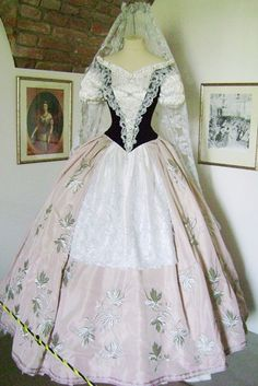 "Képtalálat a következőre: ""sissi"" Romy Schneider, Vintage Gowns, Vintage Outfits, Victorian Fashion, Vintage Fashion, Kaiser Franz, Corset, Elisabeth, Special Dresses"