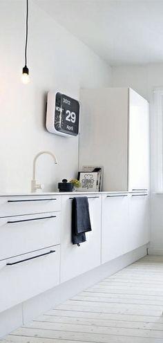 Via NordicDays.nl | BlackBird Styling | Kitchen | Flip Clock