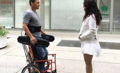 Engenheiros criam cadeira de rodas que permite ao usuário ficar de pé sozinho
