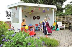 De Outdoor Cabins zijn per uitstek geschikt als loungeplek, als kookplek of bijvoorbeeld als speelplek voor uw kinderen. Het hoekmodel Outdoor Cabin is een overkapping speciaal ontworpen voor de hoek van uw tuin. Met zo'n hoek overkapping benut u de ruimte in uw tuin optimaal.