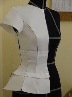 paper model on mannequin - sfilata 2013   www.nextfashionschool.com