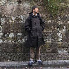 모자는 와일드브릭스 셔츠는 엔지니어드가먼츠 코트는 유니클로 르메르 모즈코트 바지는 m65 신발은 뉴발란스 1400
