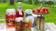 bær og frukt på et bord Canning Recipes, Chocolate Fondue, Craft Beer, Brewing, Smoothies, Juice, Berries, Homemade, Vegetables
