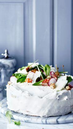 Kalavoileipäkakku | Meillä kotona Cake Sandwich, Sandwiches, Good Food, Yummy Food, Salty Cake, Savory Snacks, Love Cake, Savoury Cake, Yummy Cakes
