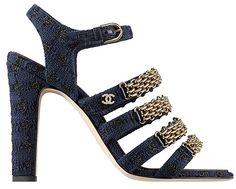 Sandales en tweed et chaîne métal Chanel http://www.vogue.fr/mode/shopping/diaporama/les-plus-belles-chaussures-sandales-escarpins-mode-pour-les-fetes-de-noel/24499#sandales-en-tweed-et-chane-mtal-chanel