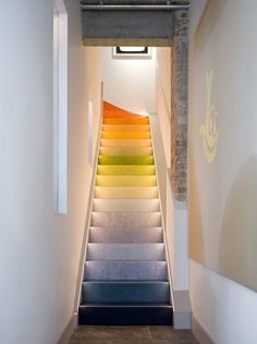 Colour gradient linoleum stairs industrial mews house by Cooley & Rose Floating Staircase, Modern Staircase, Home Stairs Design, House Design, Stair Design, Staircase Railings, Staircases, Mews House, Haus Am See