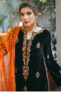 Pakistani Fashion Party Wear, Pakistani Dresses Casual, Pakistani Bridal Dresses, Pakistani Dress Design, Bridal Lehenga, Velvet Dress Designs, Dress Neck Designs, Latest Velvet Suit Designs, Kurti Embroidery Design