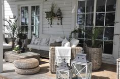 Den Vita Drömgården Indoor Outdoor Furniture, Outdoor Lounge, Outdoor Spaces, Outdoor Living, Outdoor Decor, Dream Garden, Home And Garden, New England Style, Patio Seating