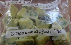 Freezing basil in olive oil