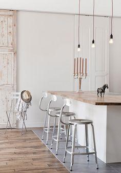 modern interior design DIY Home Decor: Beaded Chandelier desk decor New Kitchen, Kitchen Decor, Kitchen Island, Island Stools, Island Table, Kitchen Modern, Counter Stools, Kitchen Ideas, Timber Kitchen