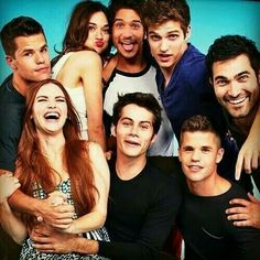 Crystal Reed, Tyler Posey, Daniel Sharman, Tyler Hoechlin, Dylan O'Brien and the Carver twins! 50 Examples Of The Cast Of 'Teen Wolf' Being Extremely Attractice Stiles Teen Wolf, Teen Wolf Cast, Aiden Teen Wolf, Teen Wolf Twins, Lydia Teen Wolf, Teen Wolf Allison, Teen Wolf Derek Hale, Teen Wolf Stydia, Scott Mccall