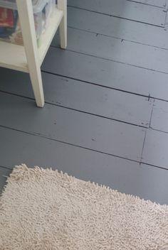 Lichtgrijs geverfde houten vloer