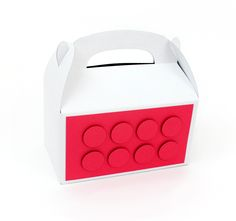 Learn how to make a DIY color brick party favor box. These boxes are easy to make with a free printable template and are perfect for a birthday party! Perfect for LEGO fans! Diy Wedding Projects, Kid Party Favors, Party In A Box, Classroom Inspiration, Favor Boxes, Craft Gifts, Party Planning, Make It Simple, Free Printable