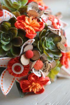 Bouquet de mariée entièrement réalisé à la main.  www.inbloomforyou.com
