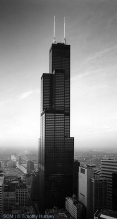 Sears Tower, Chicago - It's one of my favourite buildings because it's black, the unusual style and that it's such a standalone building compared to the area around. I also prefer 'Sears' to 'Willis'. Chicago Illinois, Chicago Usa, Chicago Travel, Chicago City, Urbane Fotografie, Chicago Skyline, Beautiful Buildings, Best Cities, Arquitetura