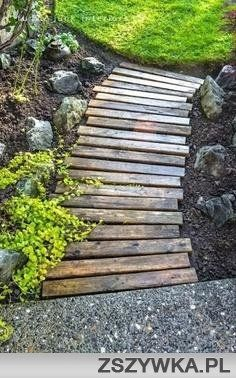 wood walkway all prettied up again GORGEOUS pallet wood walkway from Funky Junk Interiors!GORGEOUS pallet wood walkway from Funky Junk Interiors! Wood Walkway, Wood Path, Wooden Pathway, Outdoor Walkway, Outdoor Play, Front Walkway, Wooden Steps Outdoor, Outdoor Fire Pits, Rustic Pathways
