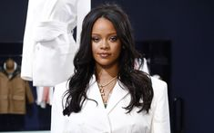 What happens when Nicole Kidman, Rihanna and Eva Longoria all wear belted blazers? The new trend officially becomes a PureWow Rule of Three. Glamour Fashion, Mode Glamour, Mode Rihanna, Rihanna Fenty, Anna Wintour, Luxury Lifestyle Fashion, Luxury Fashion, Retro Outfits, Sarah Harris